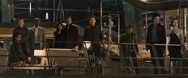 Chris Evans, Chris Hemsworth, Cobie Smulders, Don Cheadle, Jeremy Renner, Mark Ruffalo, Robert Downey Jr., Scarlett Johansson