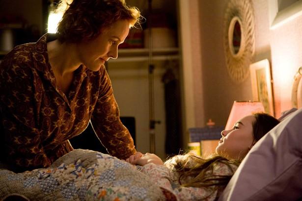 Madeline Carroll,Penelope Ann Miller