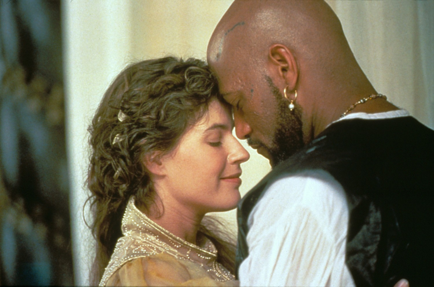 Irène Jacob,Laurence Fishburne