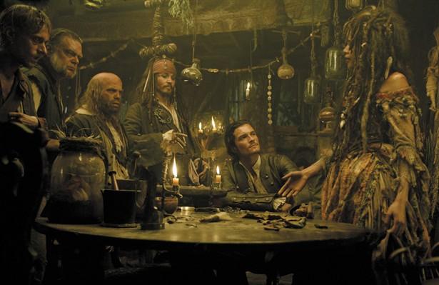 Johnny Depp,Kevin McNally,Lee Arenberg,Mackenzie Crook,Naomie Harris,Orlando Bloom