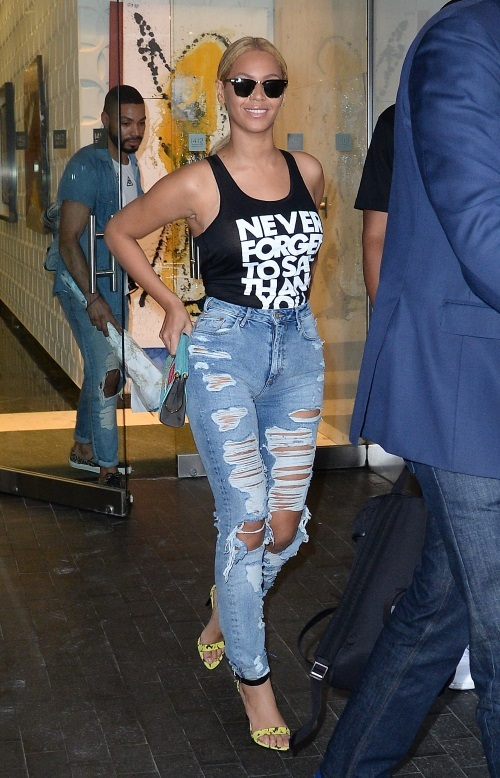 beyonces highwaist distressed jeans