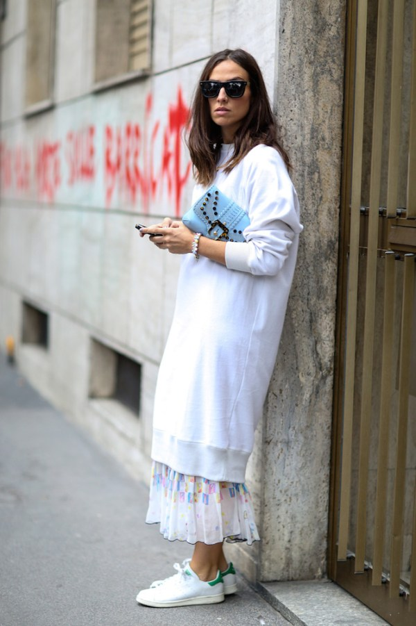 street-style-white-sneakers-trend-11