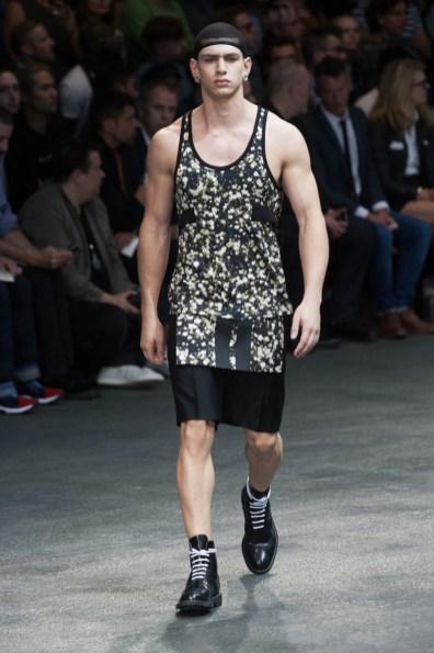 Givenchy-2015-Men-Spring-Summer-Paris-Fashion-Week-013