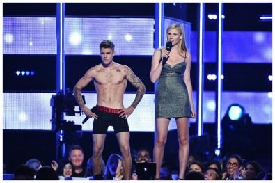Justin-Bieber-Shirtless-Calvin-Klein-Underwear-Fashion-Rocks-2014-Photo-003
