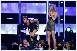 Justin-Bieber-Shirtless-Calvin-Klein-Underwear-Fashion-Rocks-2014-Photo-010