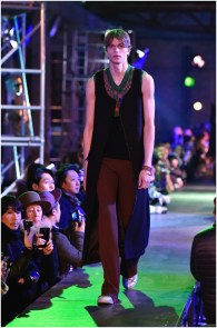 Raf-Simons-Fall-Winter-2015-Menswear-Collection-Paris-Fashion-Week-004