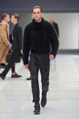 Versace-2016-Fall-Winter-Mens-Collection-056