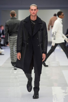 Versace-2016-Fall-Winter-Mens-Collection-057