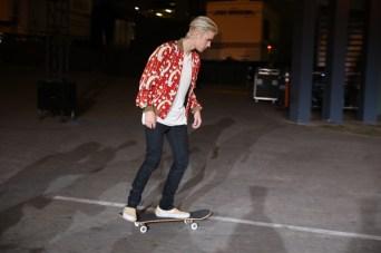 Justin-Bieber-Skateboard-002-2016-Picture-Saint-Laurent-Show