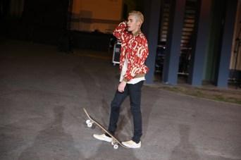 Justin-Bieber-Skateboard-003-2016-Picture-Saint-Laurent-Show