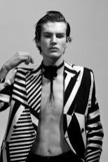 Vogue-Hommes-Paris-2016-Editorial-Masculine-Singular-011