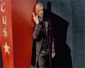Jamie-Campbell-Bower-HUGO-Fall-Winter-2017-Campaign-001