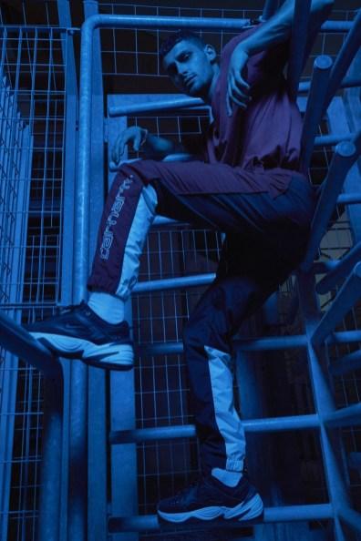 Nicolò wears pants Carhartt and shoes Nike.