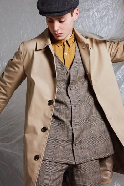 Hubert wears trench coat Reserved, flat cap Wigens, blazer, shirt, and trousers Omen from Thomas i Punkt Hamburg.