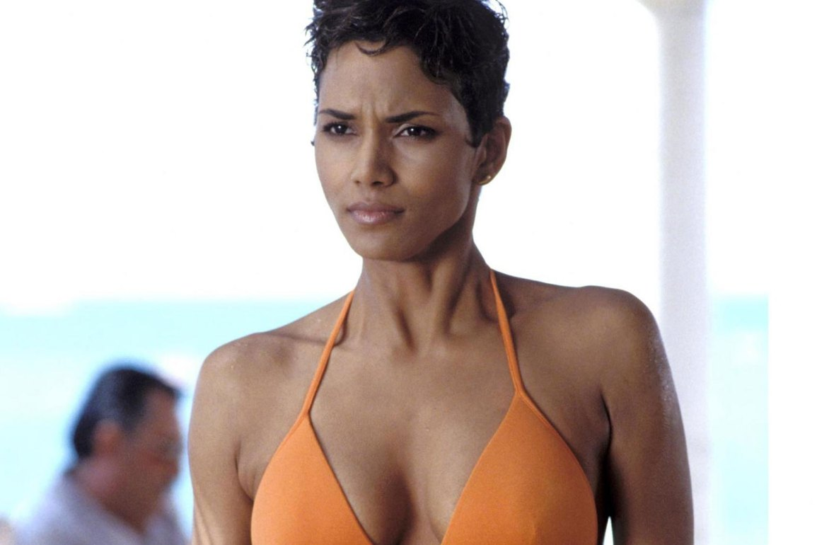 Dress Up like Halle Berry in Die Another Day Movie