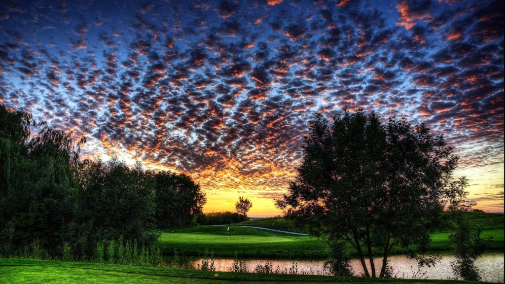 gorgeous-sky-over-a-golf-course-325484