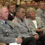 Oberst Volker Stein mit dem Generalinspekteur der Bundeswehr, General Wolfgang Schneiderhan (mit Frau)