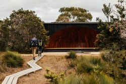 Taylor and Hinds Architects, krakani lumi / Wukalina, Australia. Photo: Adam Gibson