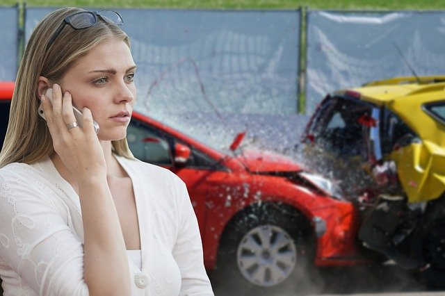 How To Help Your Loved One If They Are A Car Accident - reporting a car crash image