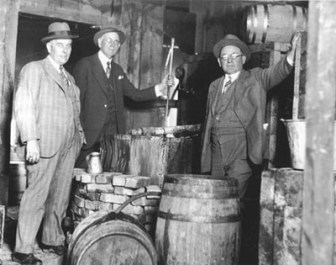 Organized Crime in the 1920's - Prohibition