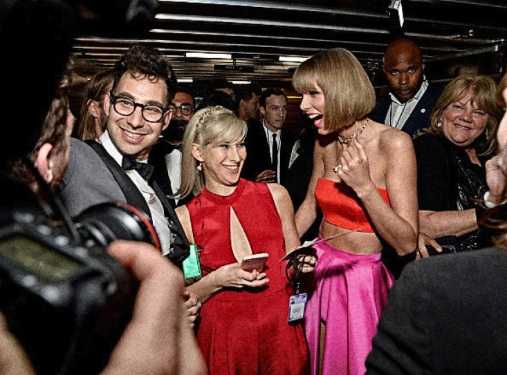 LOS ANGELES, CA - FEBRUARY 15: Musician Jack Antonoff, guest, and singer Taylor Swift celebrate backstage at The 58th GRAMMY Awards at Staples Center on February 15, 2016 in Los Angeles, California. (Photo by Michael Kovac/WireImage)