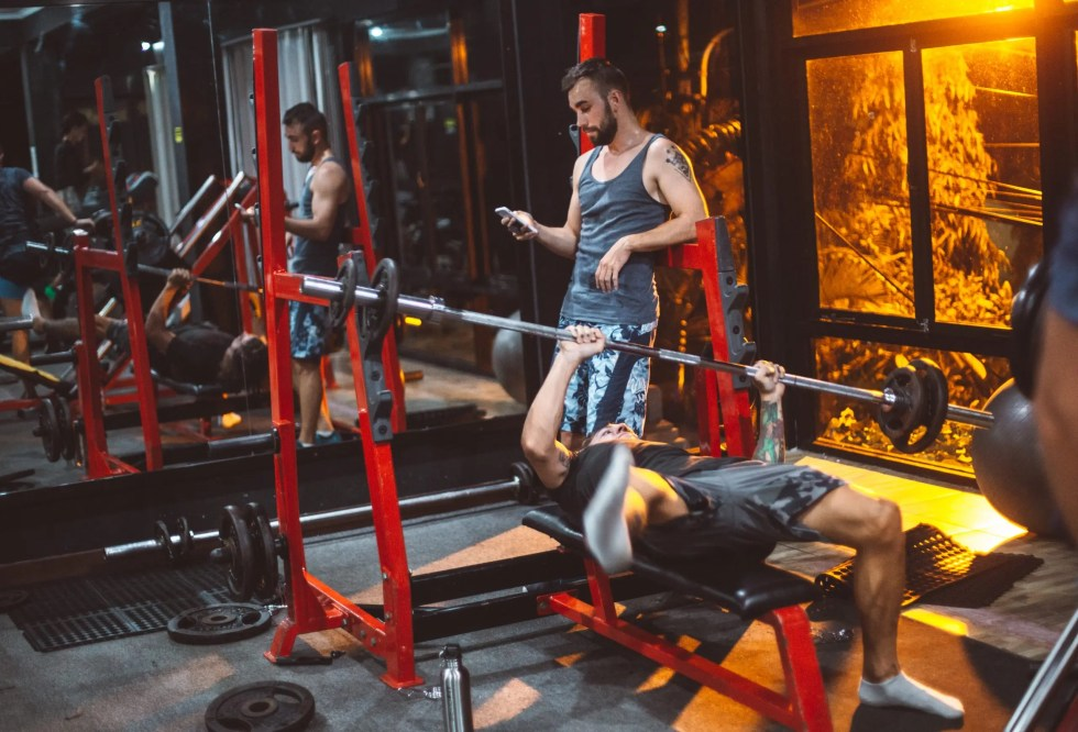 10 signs of a bad personal trainer