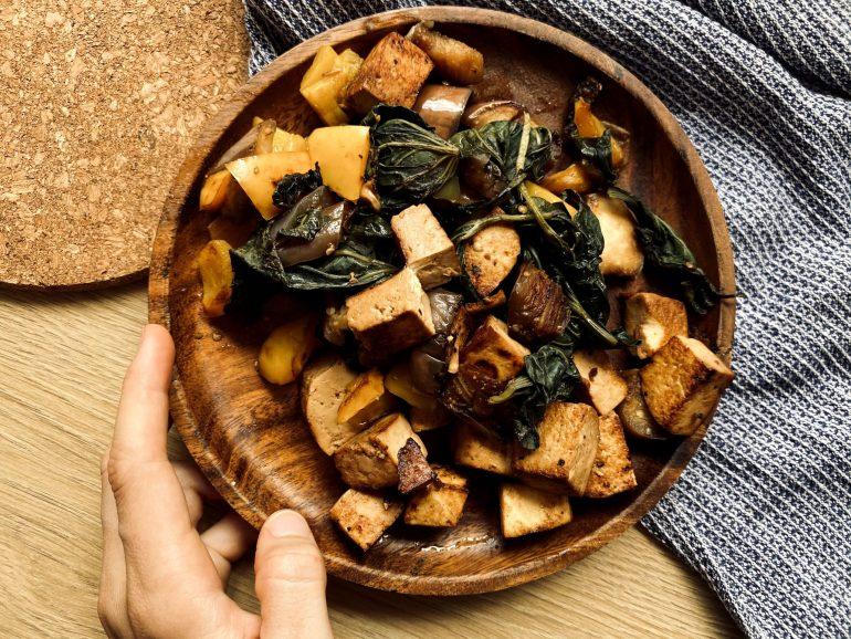 tofu mariné sauté épices légumes
