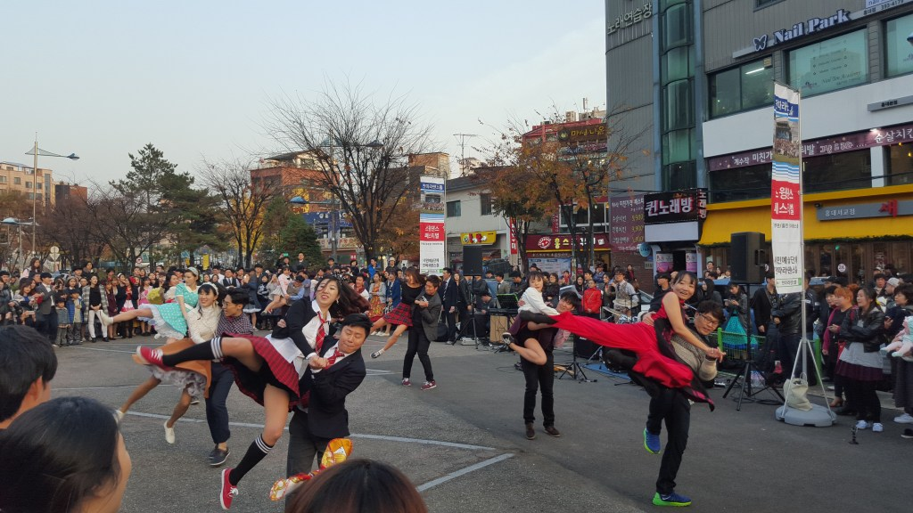 swing-dancing-hongik-university-district-seoul-korea