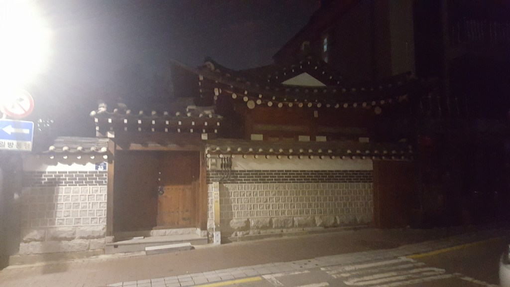 Casual hanok at the side of the road in Bukchon Village