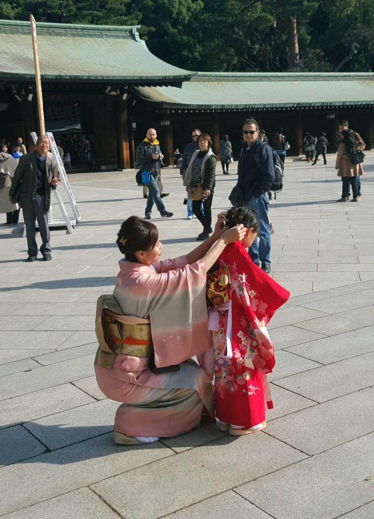 meiji-shrine-tokyo-japan-child-mother-kimono