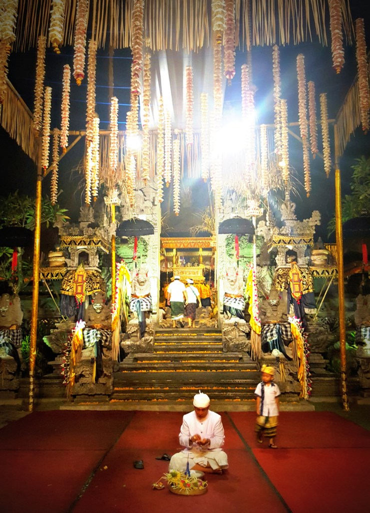 ubud-bali-december-celebrations-entrance-temple