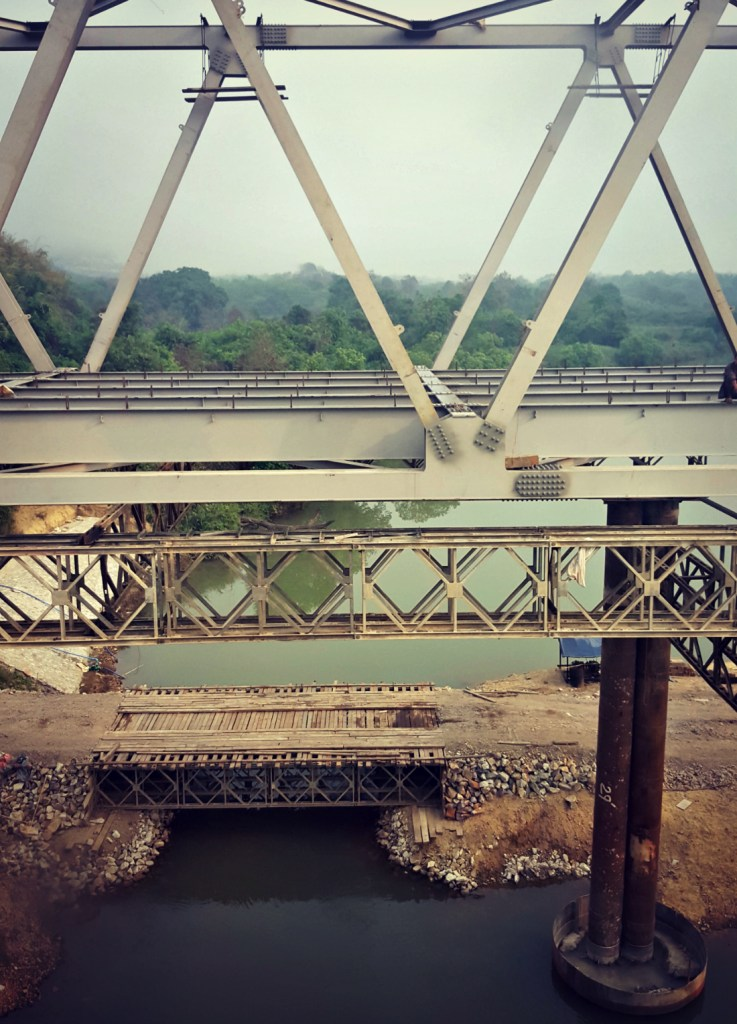On the bus from Dawei to Mawlamyine: old bridge, new bridge