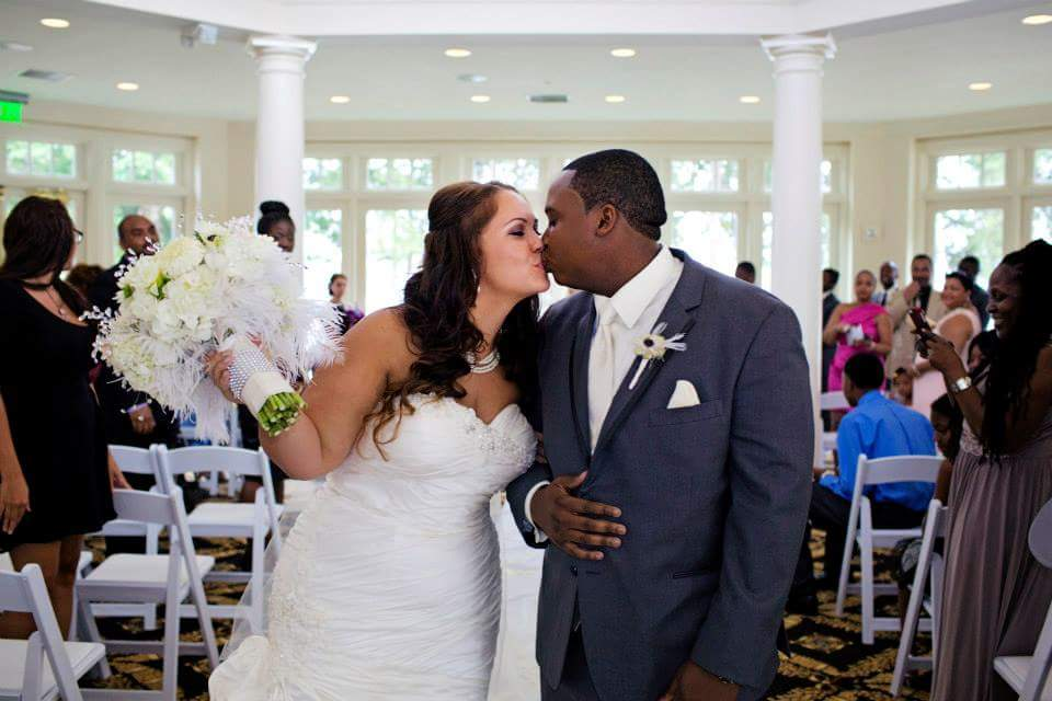 AshleyAlfredoWedding_Kiss