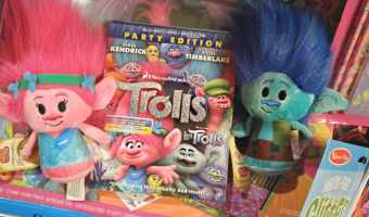 Hugs and Family Time with DreamWorks Trolls #TrollsFHEInsiders #BringHomeHappy