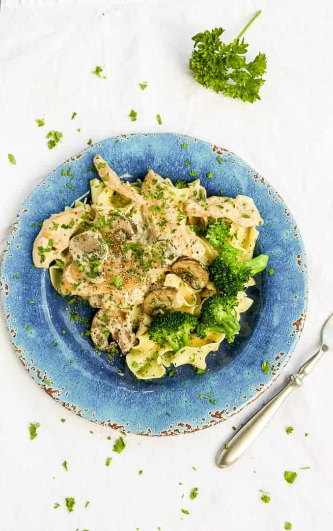 A plate of food with broccoli, with Chicken and Cream