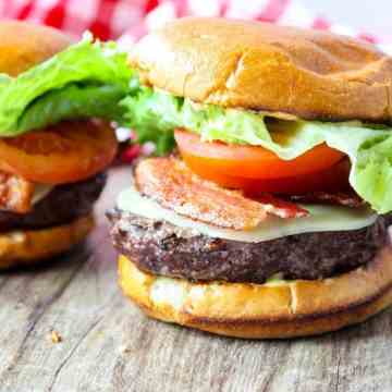 Grilled Chipotle Bacon, Lettuce & Tomato Cheeseburges