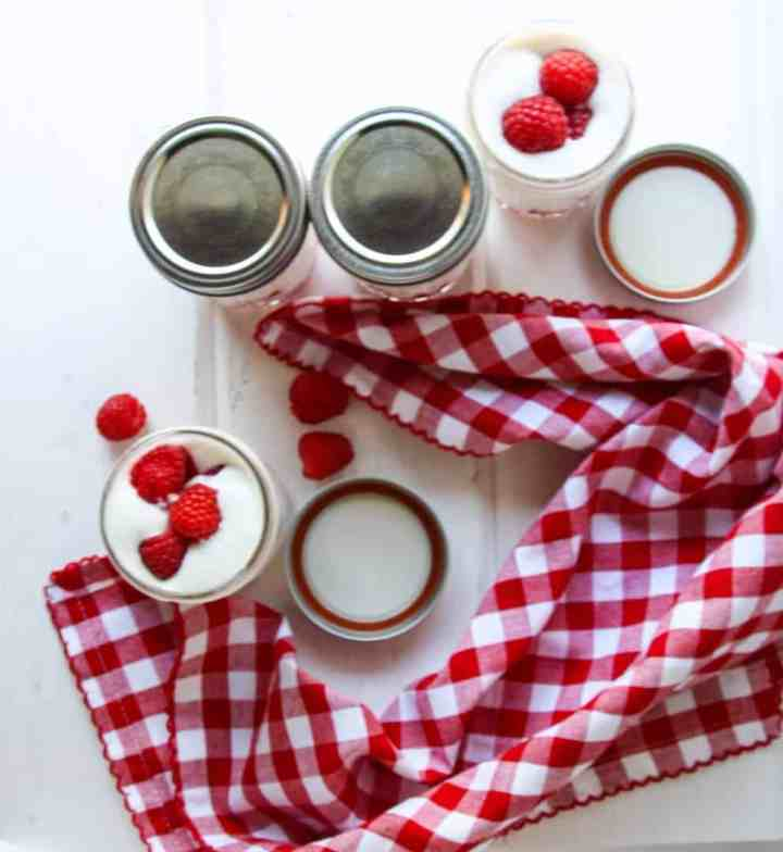 Jars with lids and without lids, with Mousse