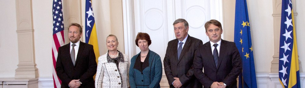 Secretary of State Clinton & EU High Representative Catherine Ashton meet with the Bosnia and Herzegovina's tripartite Presidency, Bakir Izetbegovic (L), Nebojsa Radmanovic (2nd R) and Zeljko Komsic