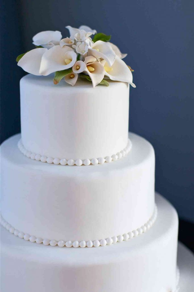 Simple Wedding Cake With Pearls And Lilies The French Gourmet