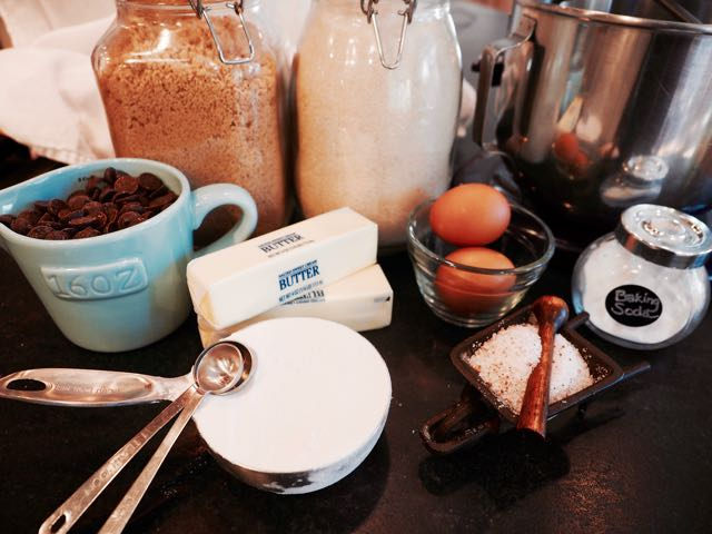 Ingredients for Chewy Chocolate Chip COokies | www.thefreshcooky.com