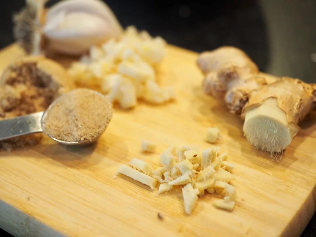 Garlic, Ginger and Brown Sugar for Flank Steak Marinade | www.thefreshcooky.com
