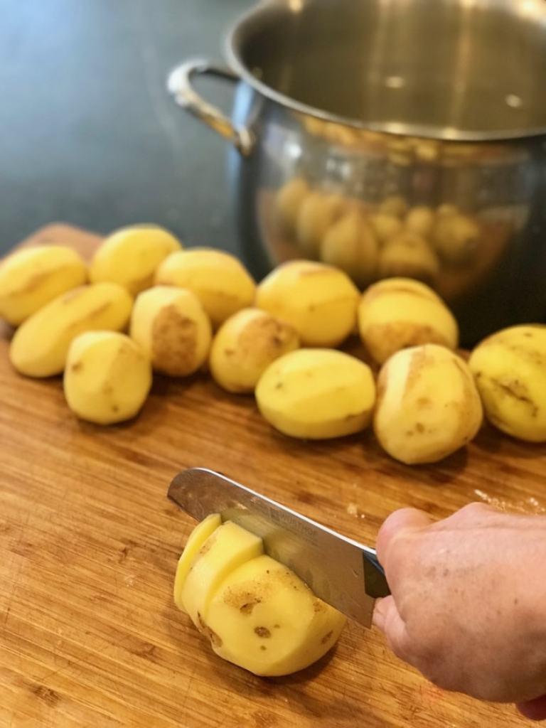 quartering potatoes | mashed potatoes | www.thefreshcooky.com
