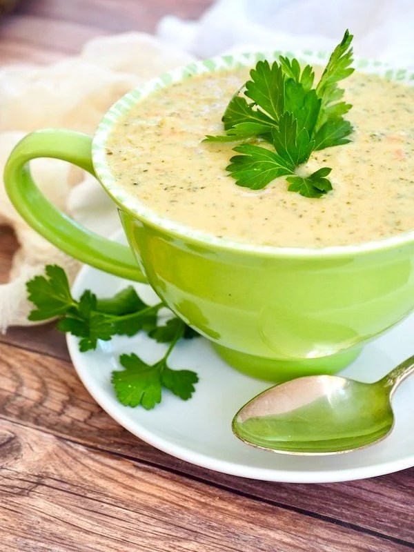 Better-than-Panera Broccoli Cheese Soup | www.thefreshcooky.com