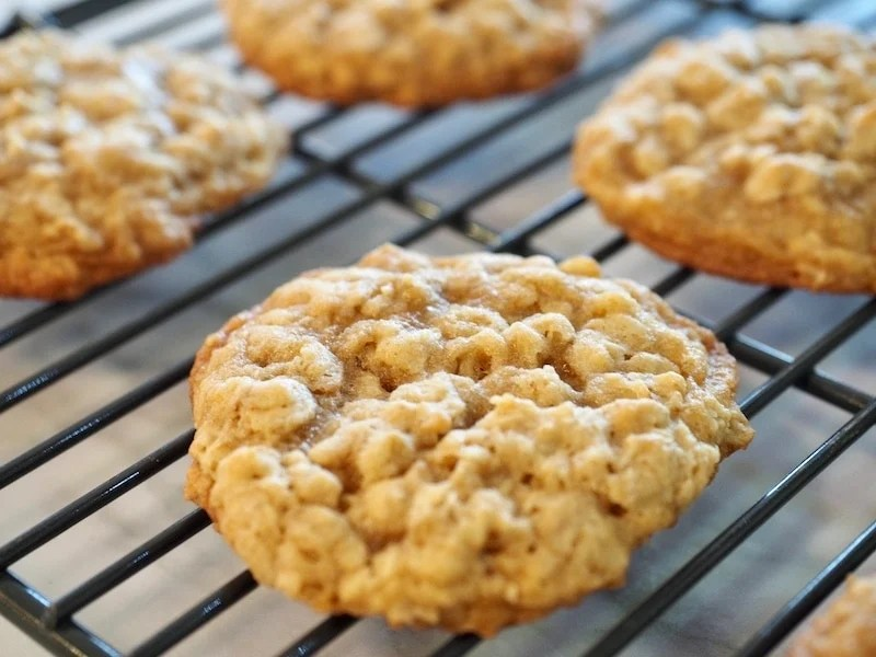 Oatmeal Cookie Sandwiches with Maple Brown Sugar Frosting | www.thefreshcooky.com #oatmealcookie #maplebrownsugarfrosting #sandwichcookies