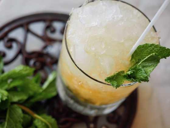 Mint Julep   www.thefreshcooky.com #mintjulep #bourbon #mint #derbydrink