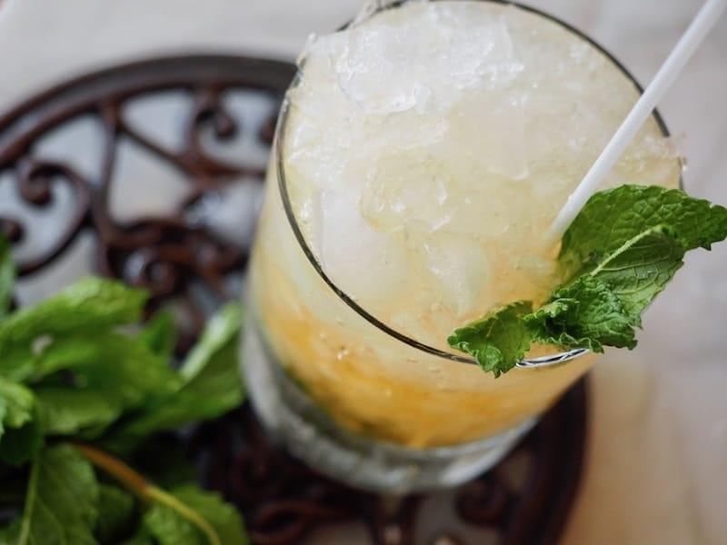 Mint Julep | www.thefreshcooky.com #mintjulep #bourbon #mint #derbydrink