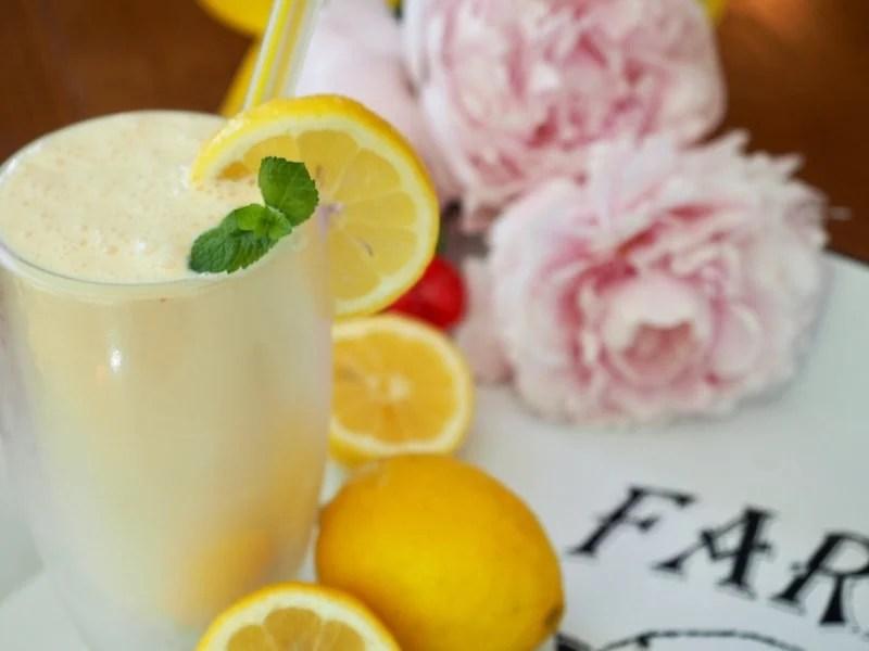 Frozen lemonade lemons and flowers   www.thefreshcooky.com
