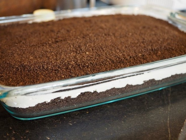 undecorated Easter dirt cake | www.thefreshcooky.com