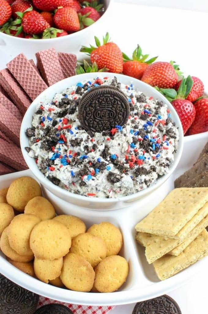 Patriotic Cookies and Cream Dip