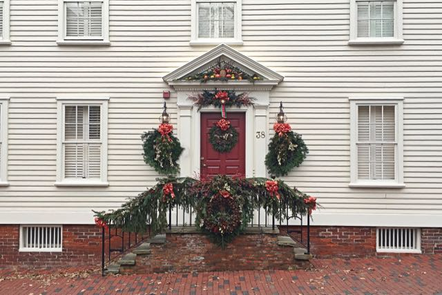 grand prize winner, newport door decorating contest, newport, rhode island, ri, christmas, holidays, colonial